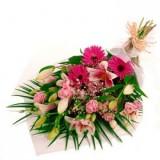 Класически и елегантен букет в розови цветове