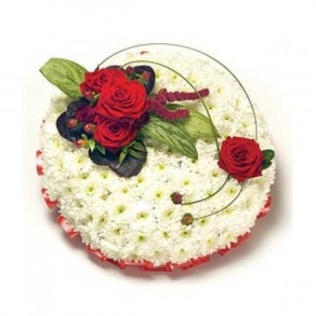 Аранжировка за погребение в бяло и червено