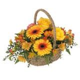 """""""Богата"""" кошница с цветя"""